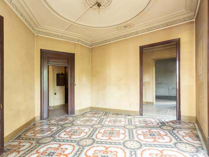 209m² Apartment with 15m² terrace for sale in Eixample Right