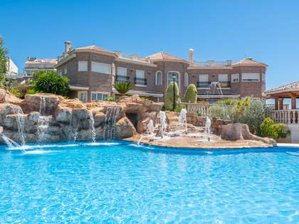 Villa de 2,150 m² con 200 m² de terraza en venta en Málaga Este