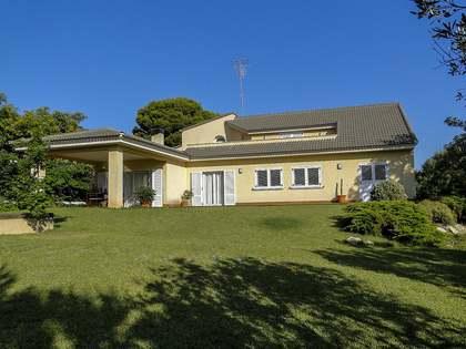 Дом / Вилла 378m² на продажу в Dénia, Costa Blanca