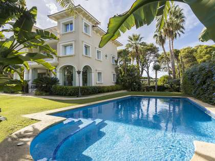 huis / villa van 537m² te koop in Terramar, Barcelona