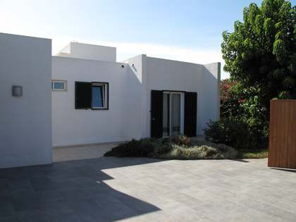 228m² House / Villa with 2,308m² garden for sale in Menorca