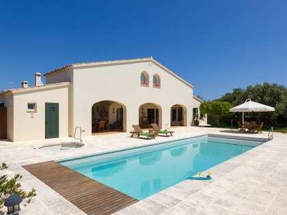 Villa de 500m² con 1.900m² de jardín en venta en Menorca