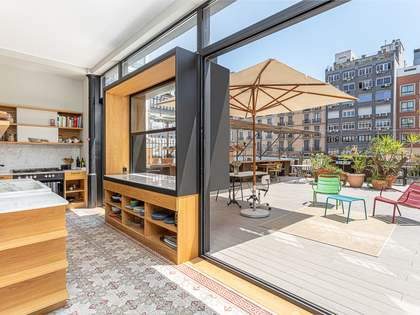 200m² Apartment with 100m² terrace for rent in Eixample Right
