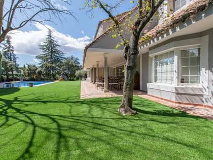 Дом / Вилла 650m² на продажу в Посуэло, Мадрид