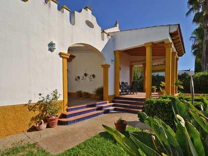274m² house / villa with 550m² garden for sale in Sevilla