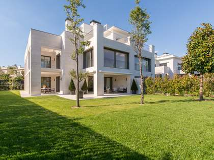 222m² Apartment with 333m² garden for sale in Aravaca