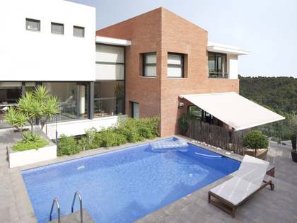 Modern family home for rent in Collcerola Natural Park