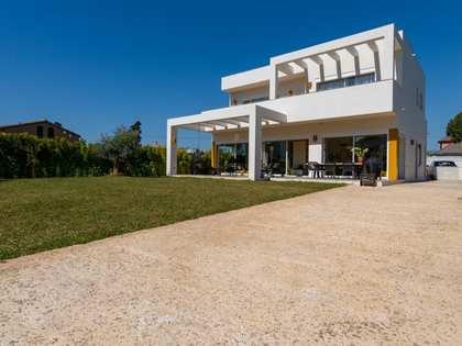 227m² House / Villa with 656m² garden for sale in San Pedro de Alcántara / Guadalmina