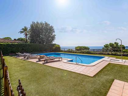 385m² Hus/Villa med 1,683m² Trädgård till salu i Sant Andreu de Llavaneres
