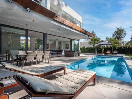 336m² House / Villa with 130m² terrace for sale in Estepona