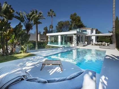 Villa con 390 m² de terraza en venta en Nueva Andalucía