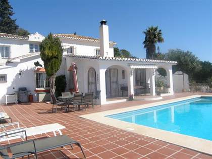 238m² villa with 4,100m² garden for sale in Mijas