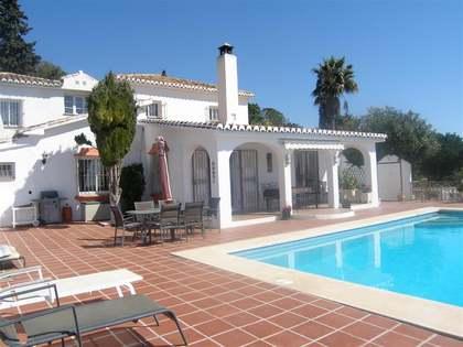 Villa de 238 m² con un jardín de 4.100 m², en venta en Mijas