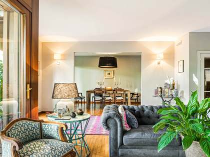 在 Tres Torres, 巴塞罗那 250m² 出售 房子 包括 116m² 露台