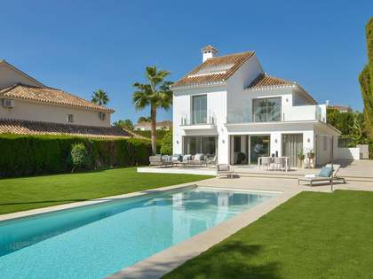 546m² haus / villa mit 1,075m² garten zum Verkauf in Nueva Andalucía