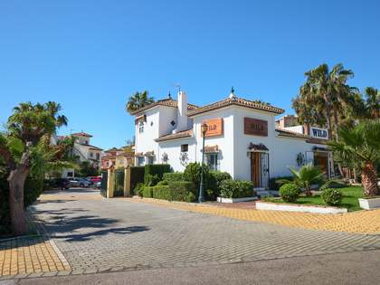 215m² House / Villa with 30m² terrace for sale in New Golden Mile