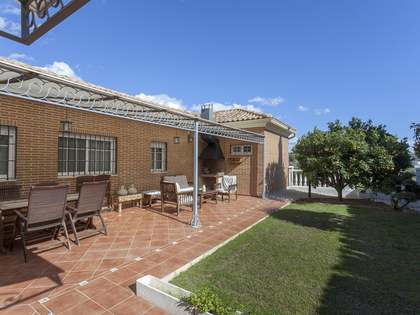 400m² House / Villa with 11m² terrace for sale in Bétera