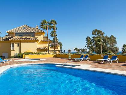 Beachfront apartment for sale in Rio Real, Marbella East