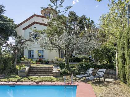 House with garden and pool for sale on Avenida Tibidabo