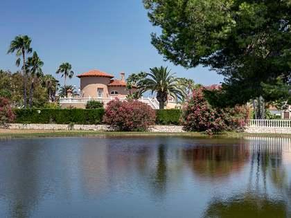 Villa de 360m² con 385m² de jardín en venta en Oliva Nova