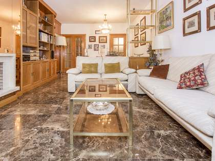 120 m² apartment with 8 m² terrace for sale in Turó Park