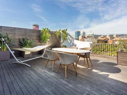 105m² Penthouse with 40m² terrace for sale in Eixample Left