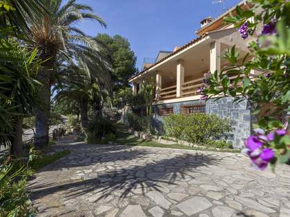 283m² House / Villa with 834m² garden for sale in Los Monasterios