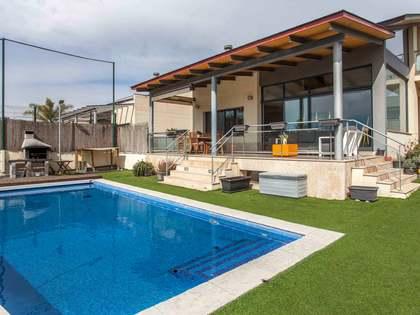 Casa / Villa di 305m² con giardino di 200m² in vendita a El Bosque / Chiva