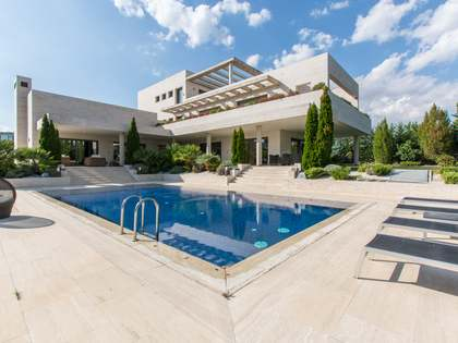 970m² House / Villa for rent in Aravaca, Madrid