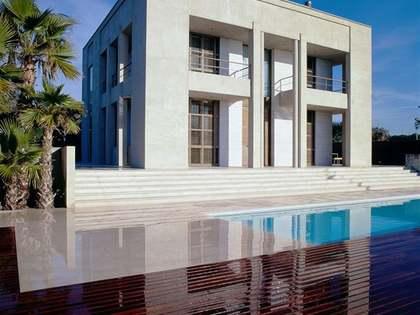 Casa / Villa de 591m² con 800m² de jardín en alquiler en Gavà Mar