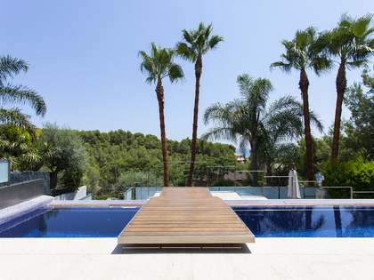 600 m² villa for sale in Castelldefels