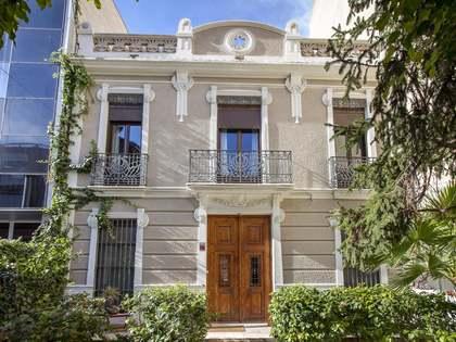 Huis / Villa van 300m² te huur met 50m² terras in Ciudad de las Ciencias