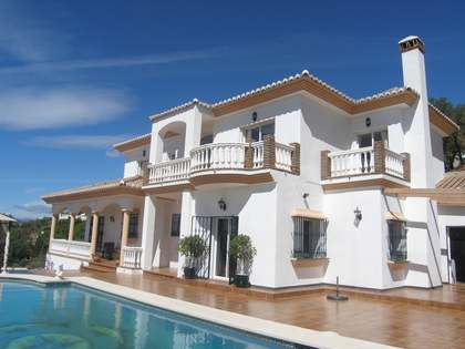 Huis / Villa van 410m² te koop in Mijas, Costa del Sol