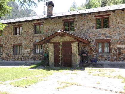 960m² Country house with 1,198m² garden for sale in Alt Urgell