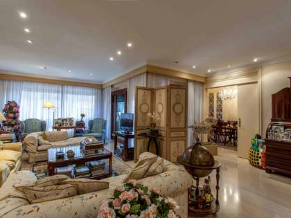 Cosy property for sale in iconic building in Pla del Real