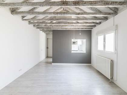 80m² Apartment for sale in Cortes / Huertas, Madrid