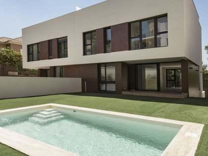 Casa adosada de 375m² de obra nueva en venta en Els Cards