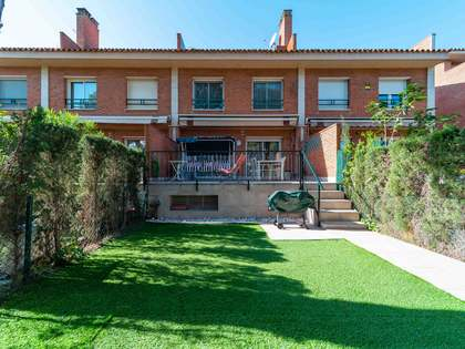 267m² House / Villa with 11,733m² garden for sale in Gavà Mar