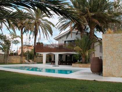 Huis / Villa van 586m² te koop in Dénia, Costa Blanca