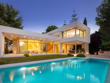 Casa / Villa di 295m² con giardino di 257m² in vendita a Nueva Andalucía