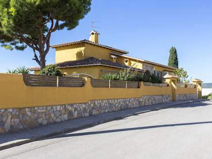 257m² House / Villa for sale in Els Cards, Barcelona