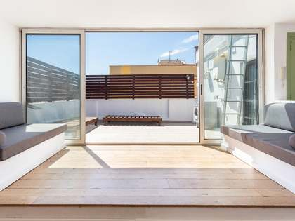 54 m² penthouse with 15 m² terrace for sale in Gracia