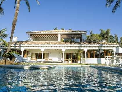 Дом / Вилла 876m², 4,017m² Сад на продажу в Сан Педро де Алькантара / Гуадальмина