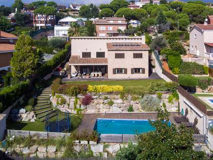 391m² House / Villa for sale in Teià, Maresme