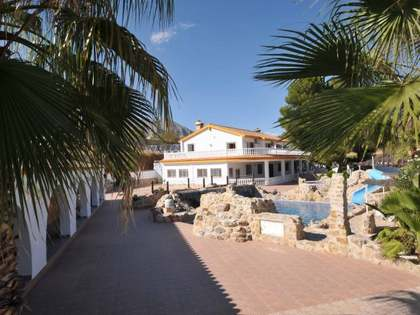 1,800m² Lanthus till salu i Malaga, Andalusien