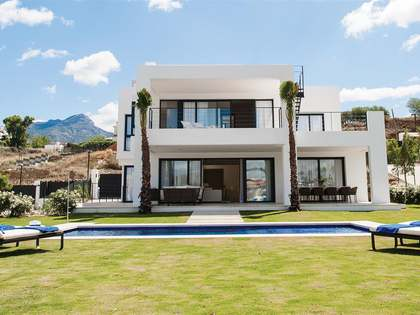 Luxury villas for sale in Nueva Andalucía, Marbella