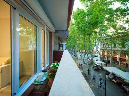 Renovated, first floor loft apartment for sale in Poblenou