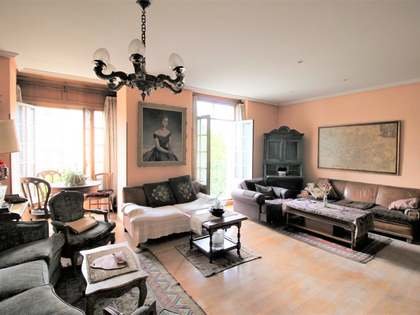 190m² Apartment for sale in Almagro, Madrid