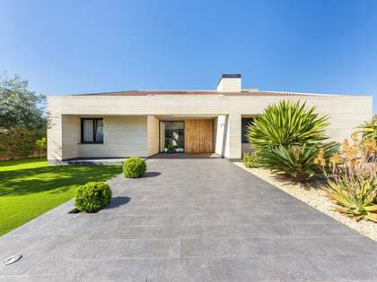 869m² Hus/Villa med 300m² Trädgård till salu i Playa San Juan