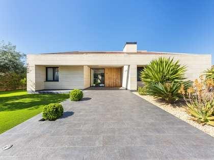 869m² House / Villa with 300m² garden for sale in Playa San Juan